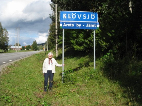 Grandma with Klovsjo Sign